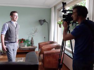 TV omroep Gelderland bij winnaar boekprijs Thijs Kersten-foto MariannA Bakker