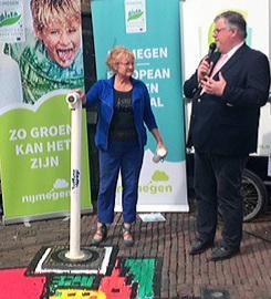 Tap-Art-burgemeester Bruls en MariannA Bakker-kunst Naamloozz-foto Nicole Jeanné